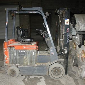 Toyota 6000 lb lift truck with pole attachment. WS2431