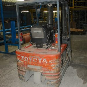Toyota 3000 lb lift truck with forks. WS2432