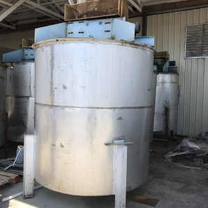 80 inch X 84 inch stainless tank with mixer, WS2525